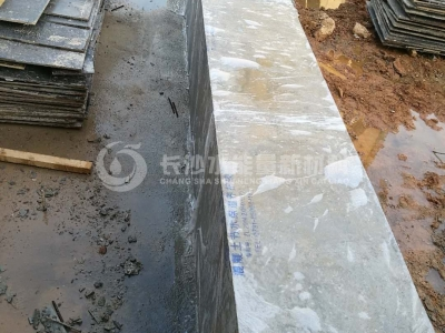 Water-retaining wall curing